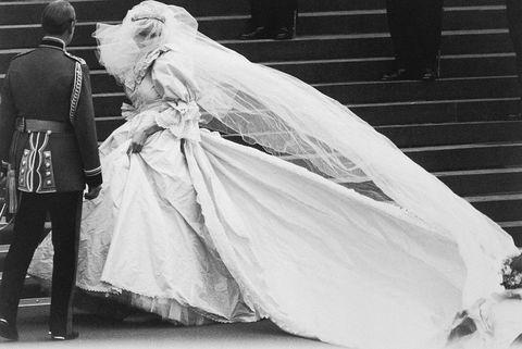Lady Diana Spencer en robe de mariée
