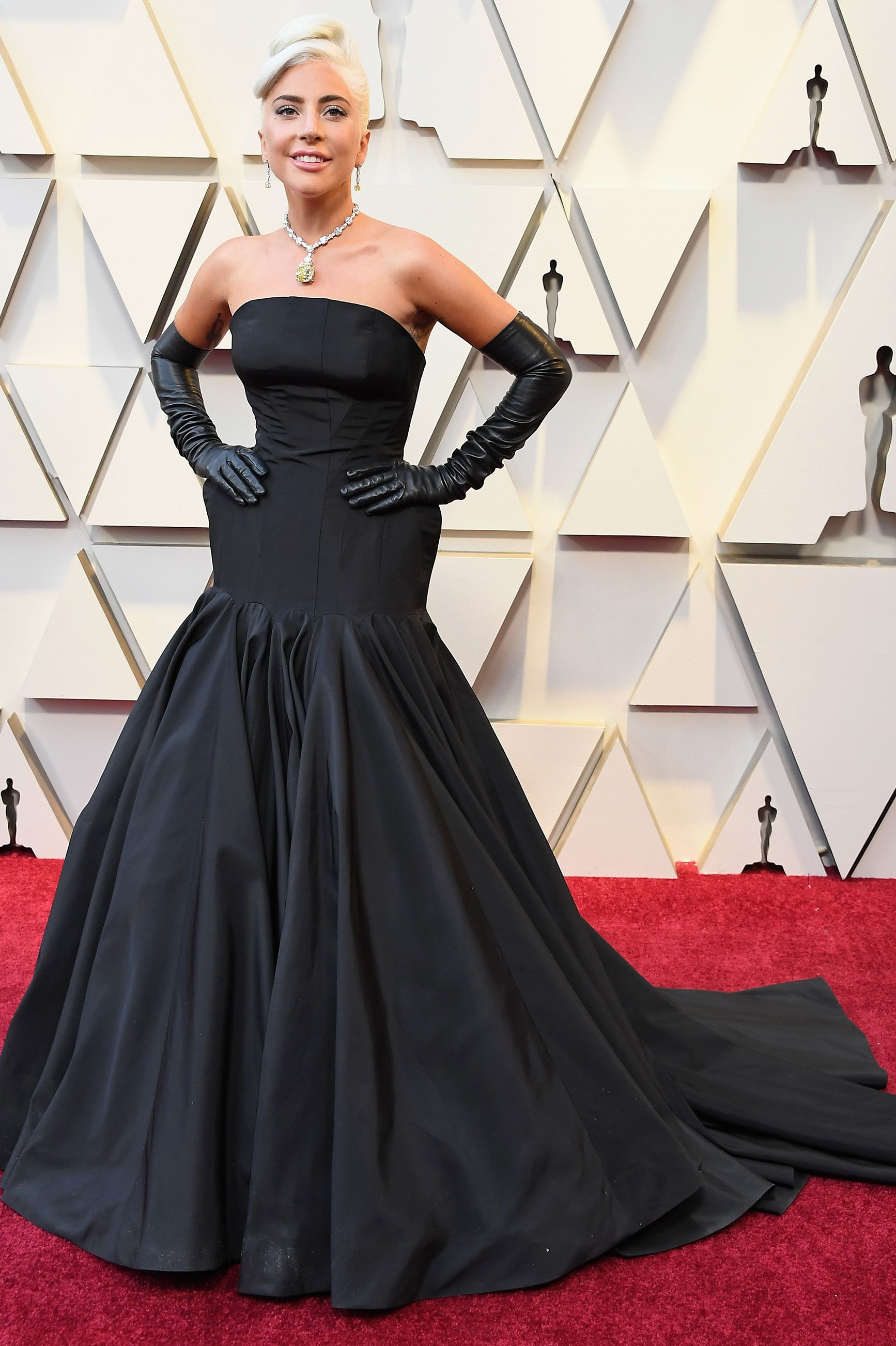 Lady Gaga oSCARS RED CARPET 2019