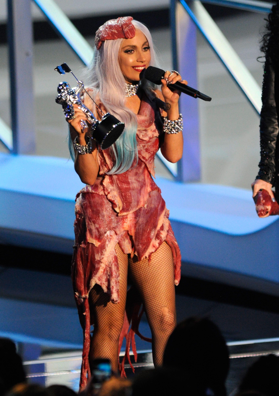 ��ο�έλε�μα εικ�να� για gaga 2010 meat dress iconic