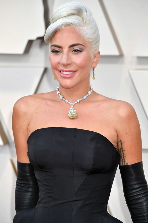 Lady Gaga S Oscars Necklace Looks Like Kate Hudson S In How To Lose A Guy In 10 Days