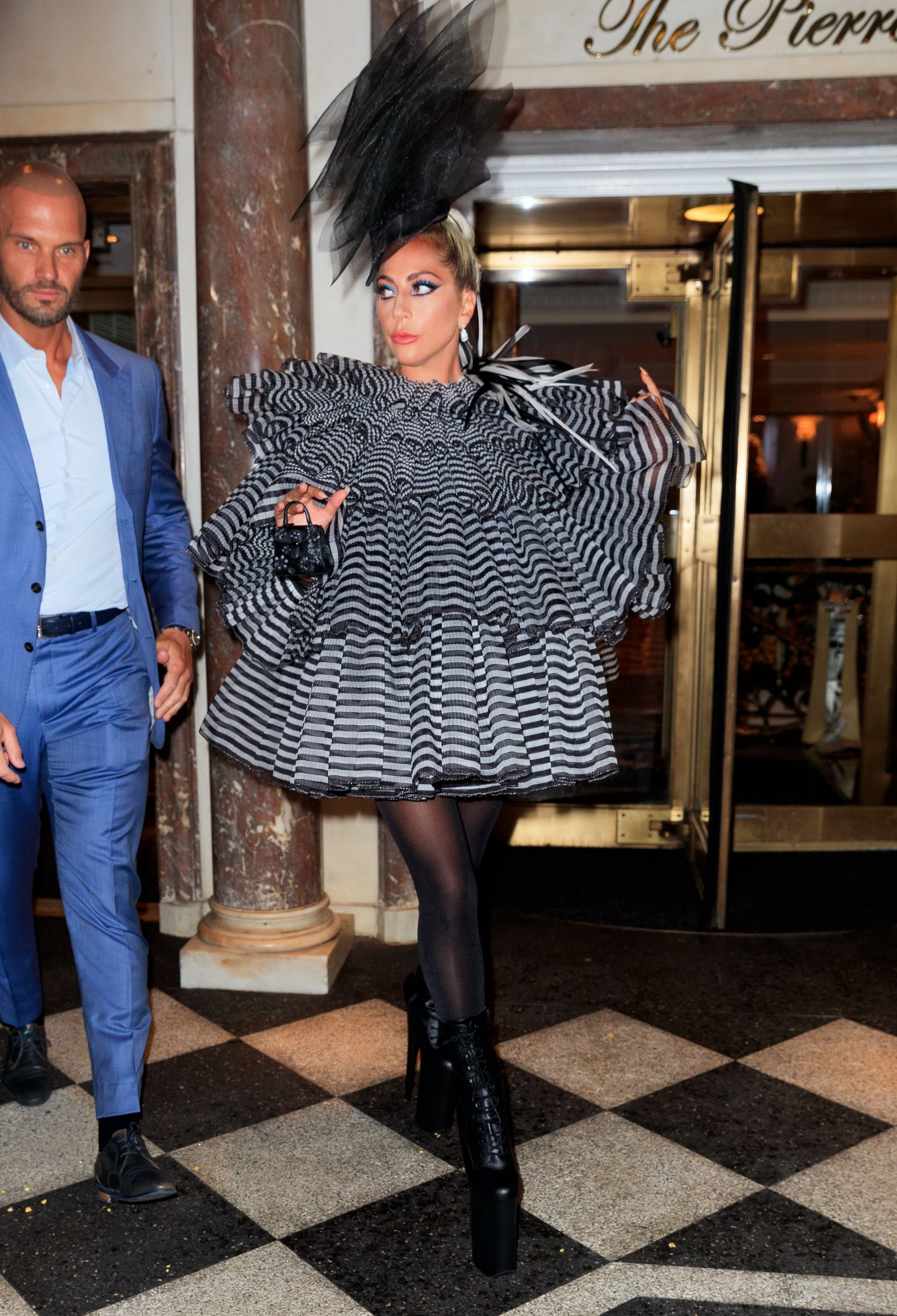 Lady Gaga - Σελίδα 45 Lady-gaga-heads-out-to-anna-wintours-pre-met-gala-dinner-on-news-photo-1141597824-1557157359