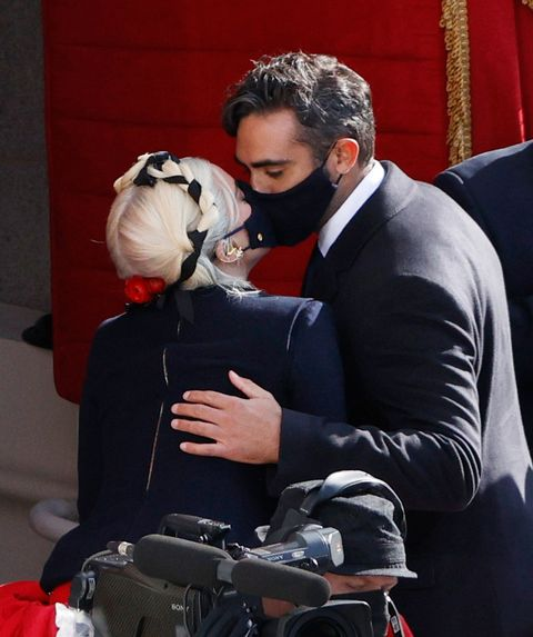 lady gaga and michael polansky kissing at the inauguration