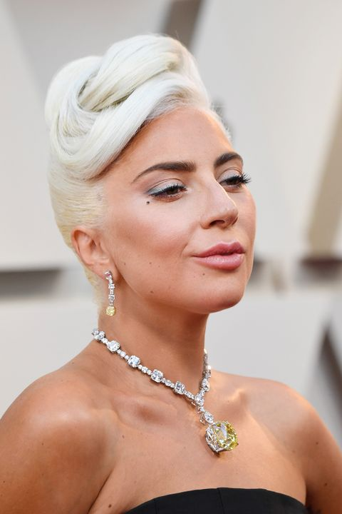75a8dba32 Lady Gaga wore a $30 million necklace on Oscars red carpet