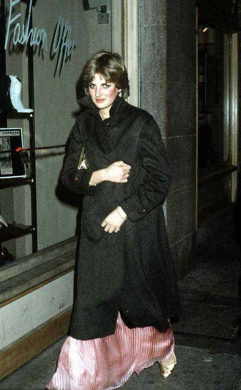 Clothing, Fur, Fashion, Outerwear, Fur clothing, Coat, Dress, Overcoat, Black hair,