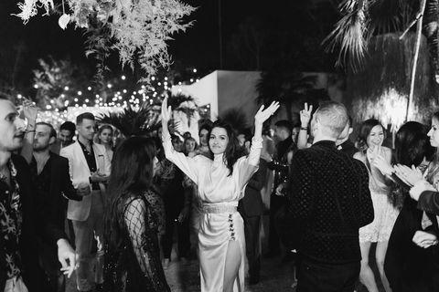la mariée entrant dans la réception