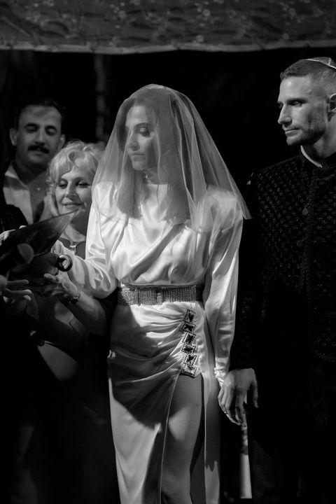 la mariée sous la chuppah