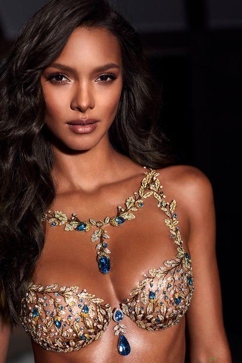 b74f57cb42 Victoria s Secret 2017 Fantasy Bra - Lais Ribeiro Wears 2017 ...