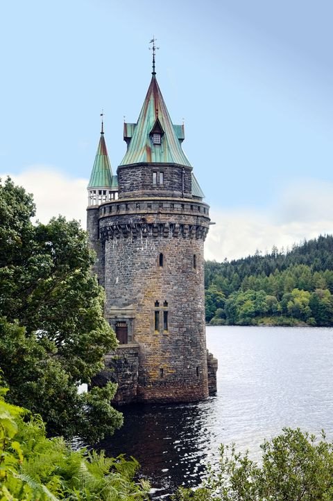 Landmark, Waterway, Water castle, Castle, Architecture, Château, Water, Building, River, Moat,