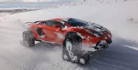 lamborghini aventador oruga en la nieve