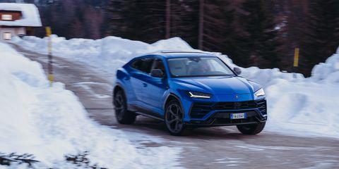 Lamborghini Urus - nieve