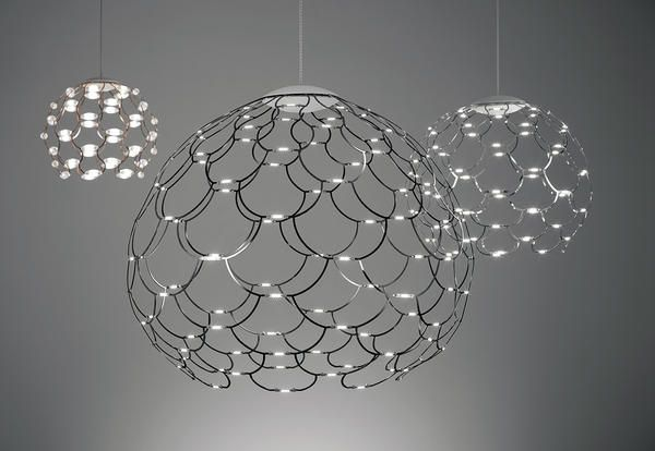 Lampade a sospensione che sembrano nuvole metalliche
