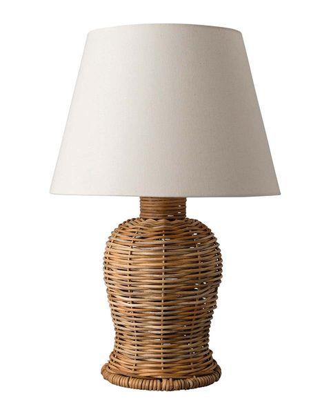 lámpara de mesa con base de ratán