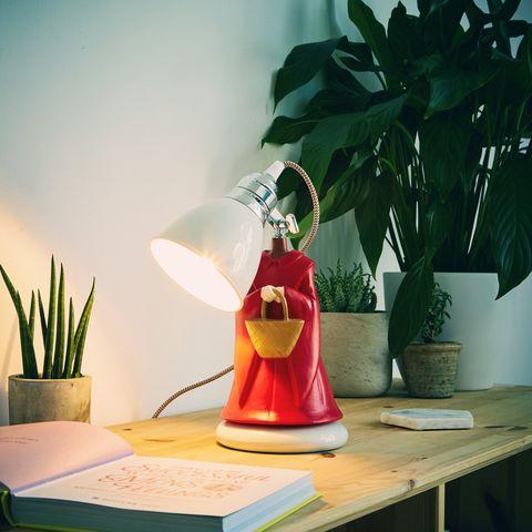 Firebox ha creado una lámpara de 'El cuento de la criada' que es una fantasía.