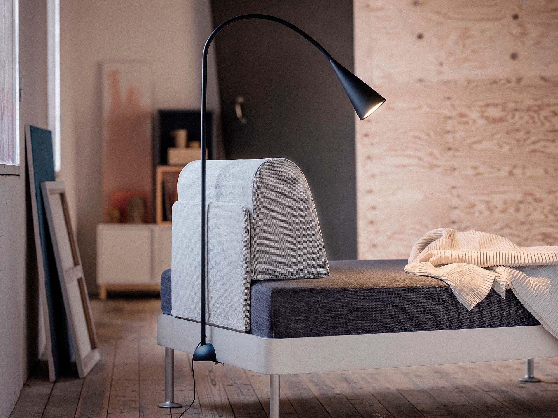 Lámpara de pieDELAKTIG de IKEA