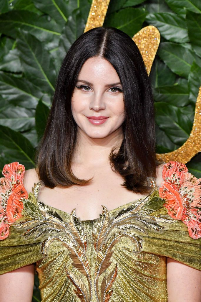 Lana Del Rey's 1940s natural hair makeover is wild