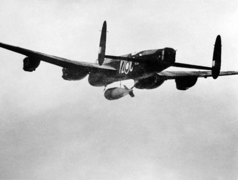 Aircraft, Airplane, Aviation, Vehicle, Propeller-driven aircraft, Avro lancaster, Flight, Propeller, Propeller, Military aircraft,