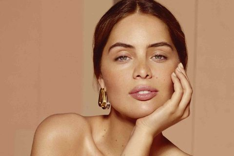Face, Skin, Beauty, Model, Chin, Lip, Cheek, Art model, Photography, Leg,