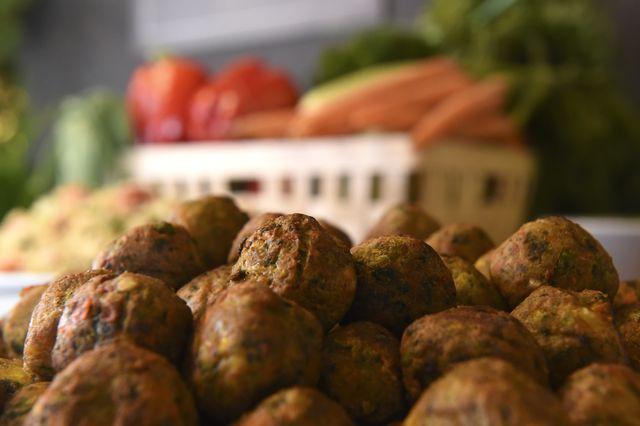 albóndigas vegetarianas en un menú de un restaurante de ikea en bélgica