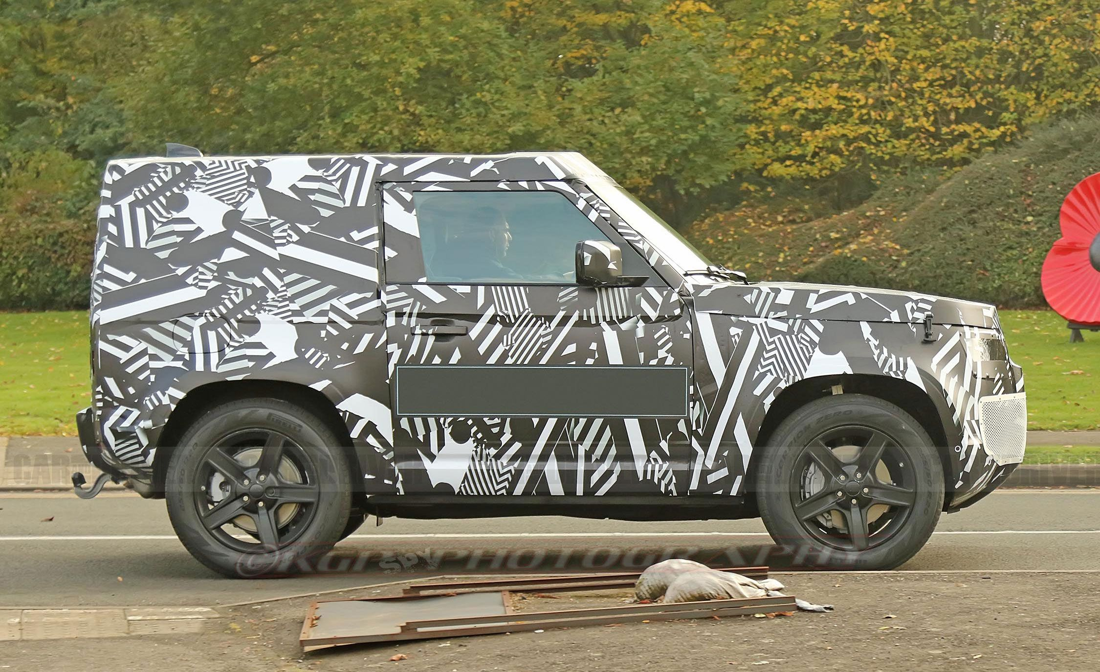2020 Land Rover Defender Spy Shots - New Land Rover SUV Pictures