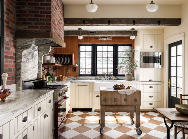 english inspired kitchen