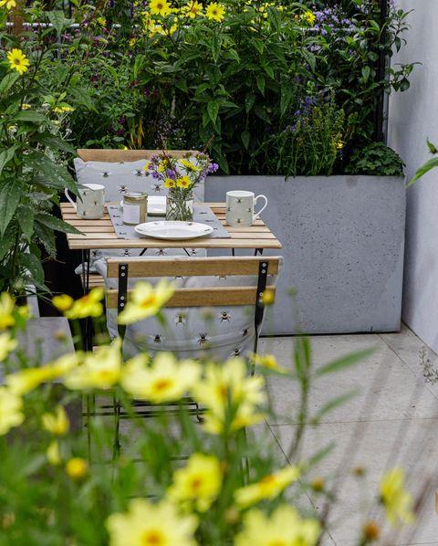 the landform balcony garden designed by nicola hale sponsored by landform consultants ltd balcony garden rhs chelsea flower show 2021 stand no 282e