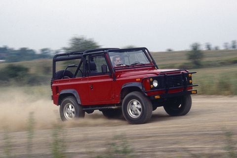 Land vehicle, Vehicle, Car, Off-road vehicle, Off-roading, Automotive tire, Land rover defender, Tire, Sport utility vehicle, Automotive exterior,