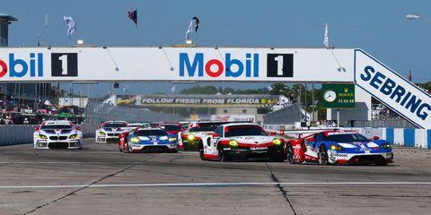 Land vehicle, Vehicle, Car, Sports car racing, Endurance racing (motorsport), Motorsport, Race car, Race track, Touring car racing, Racing,