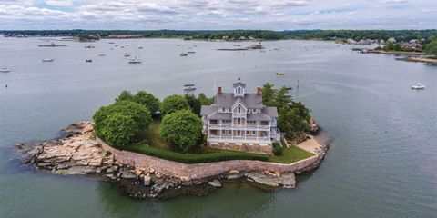 Water resources, Water, Natural landscape, Island, River island, Aerial photography, Estate, Waterway, Mansion, Building,