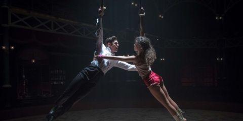 Entertainment, Performing arts, Performance, Dancer, Dance, Choreography, Acrobatics, Event, Performance art, Modern dance,