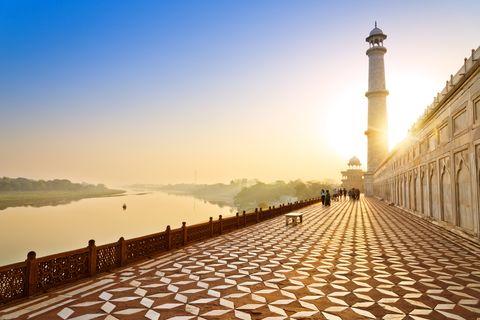 lane around the Tah Mahal at sunrise