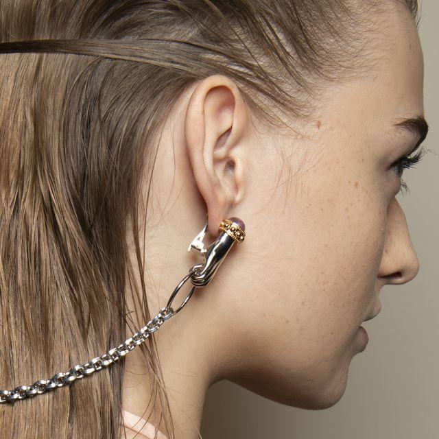Hair, Ear, Face, Hairstyle, Chin, Neck, Eyebrow, Cheek, Forehead, Jewellery,