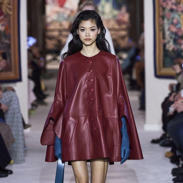 Fashion model, Fashion show, Fashion, Clothing, Runway, Shoulder, Outerwear, Street fashion, Joint, Footwear,