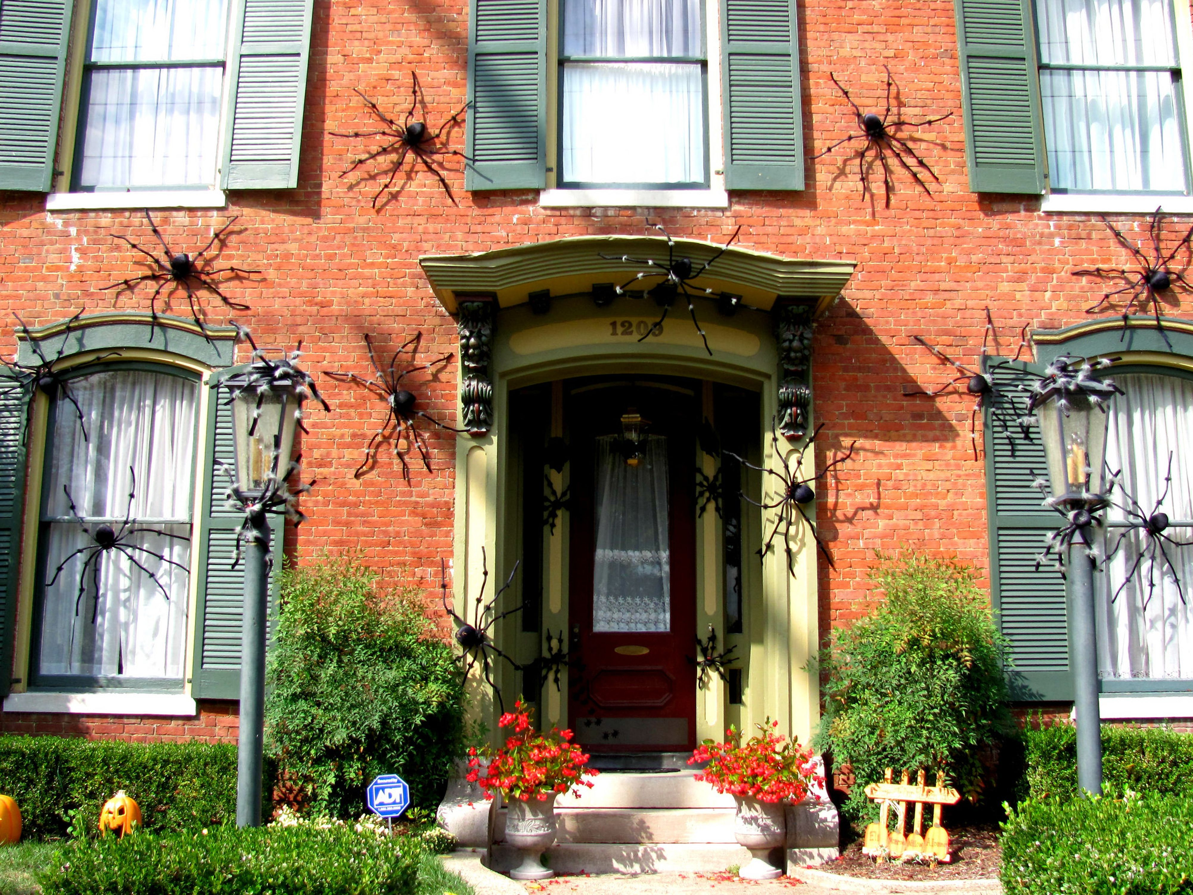 DIY Giant Spider Decorations Spider Outdoor Halloween Decor