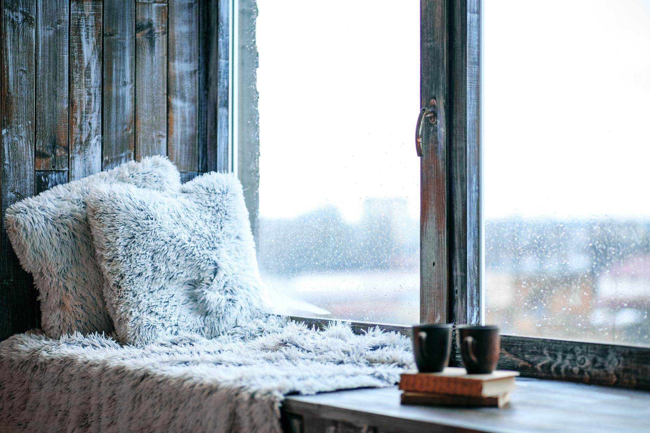 5 Creative Window Sill Decor Ideas - How to Decorate a Window Sill