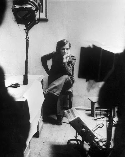 Photograph, Black-and-white, Monochrome, Photography, Room, Monochrome photography, Musician, Style,