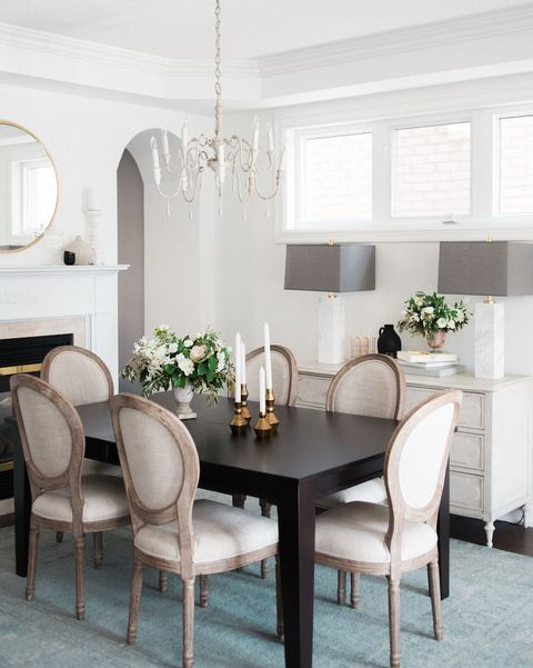 Room, Dining room, Furniture, White, Interior design, Property, Table, Ceiling, Living room, Building,
