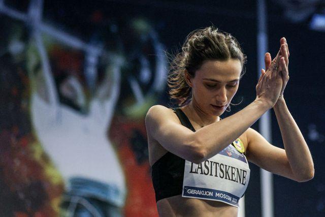 la triple campeona del mundo de salto de altura maria lasitskene podrá competir en tokio con bandera neutral