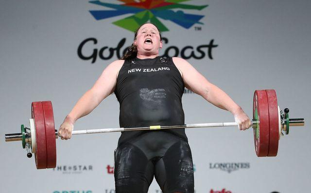 la deportista neozelandesa laurel hubbard, primera deportista transexual aspirante a medalla olímpica