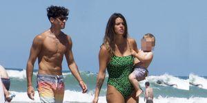 Laura Matamoros y Daniel Illescas en la playa