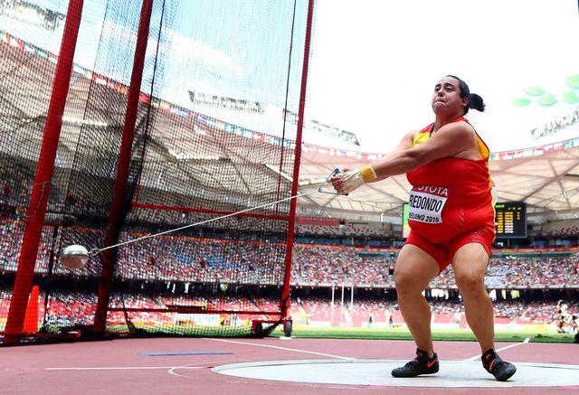 laura redondo lanza el martillo en el mundial de atletismo de pekín 2015