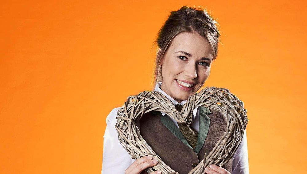 First Dates Waitress Laura Tott Has A Really Interesting Day Job