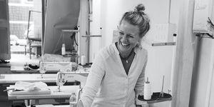 Laurien Meuter, oprichter van Tiny Miracles, in haar atelier