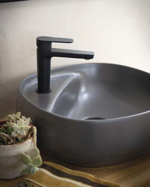 lavabo de diseño en negro