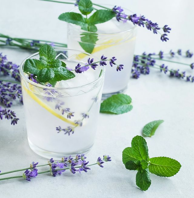 lavender lemonade with mint sprigs