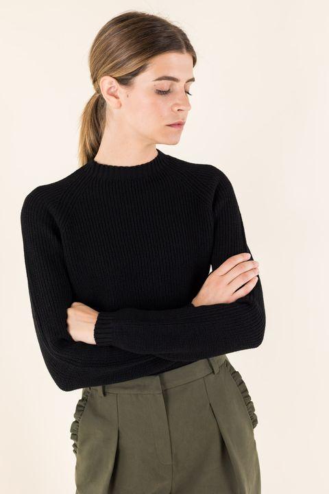 Clothing, Black, Neck, Sleeve, Shoulder, Sweater, Outerwear, Jersey, Top, Waist,