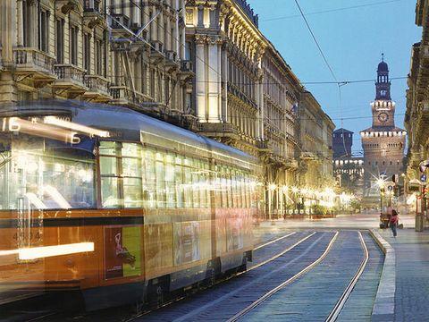 Architecture, Transport, Electricity, City, Metropolis, Town, Urban area, Metropolitan area, Landmark, Rolling stock,