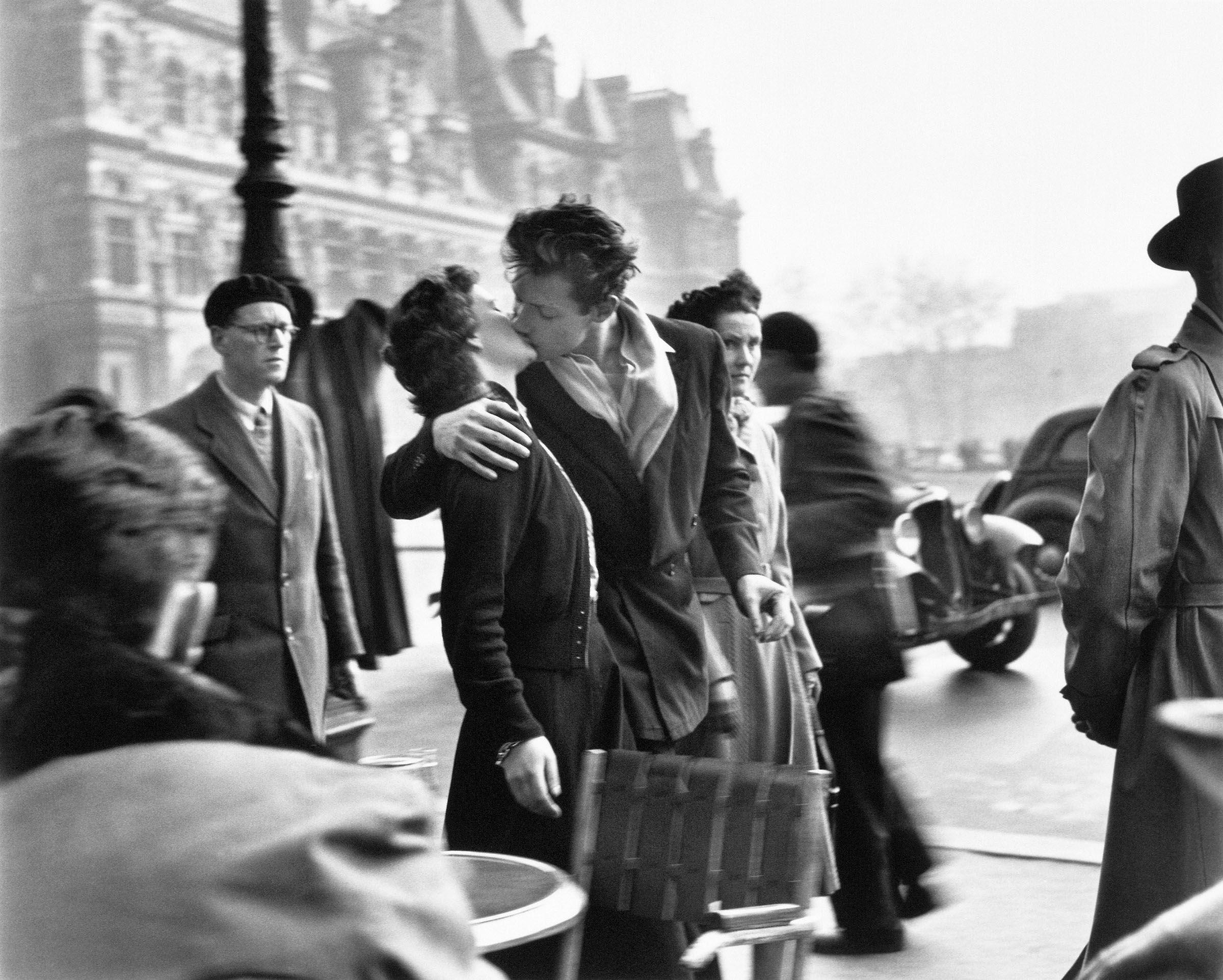 Risultati immagini per doisneau bacio