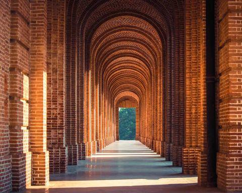 Arch, Architecture, Landmark, Brick, Building, Column, Symmetry, Historic site, Ancient history, Arcade,