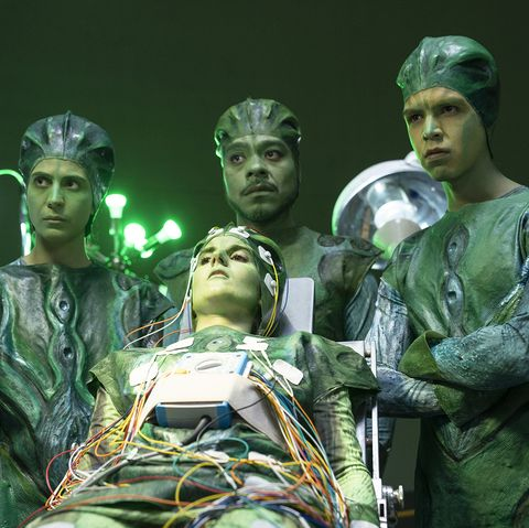 Green, Performance, heater, Statue, Performing arts, Fictional character, Soldier, Art,