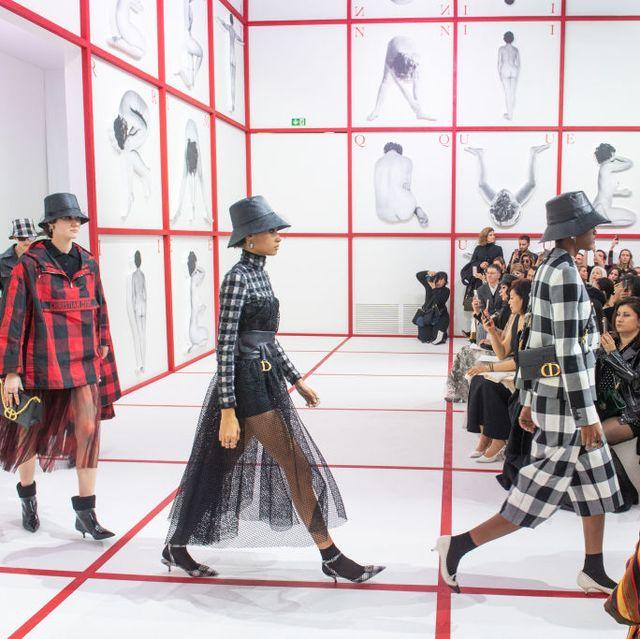 Tartan, Fashion, Pattern, Fashion show, Design, Runway, Textile, Event, Fashion design,